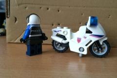 Lego-Gendarme-Moto-Yataz