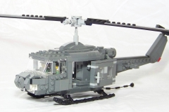 Lego-helicoptere-us-vietnam-war-UH-1B-HUEY