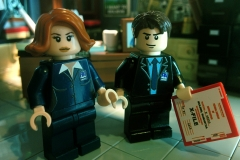 Lego-X-Files-Mulder-Scully-2