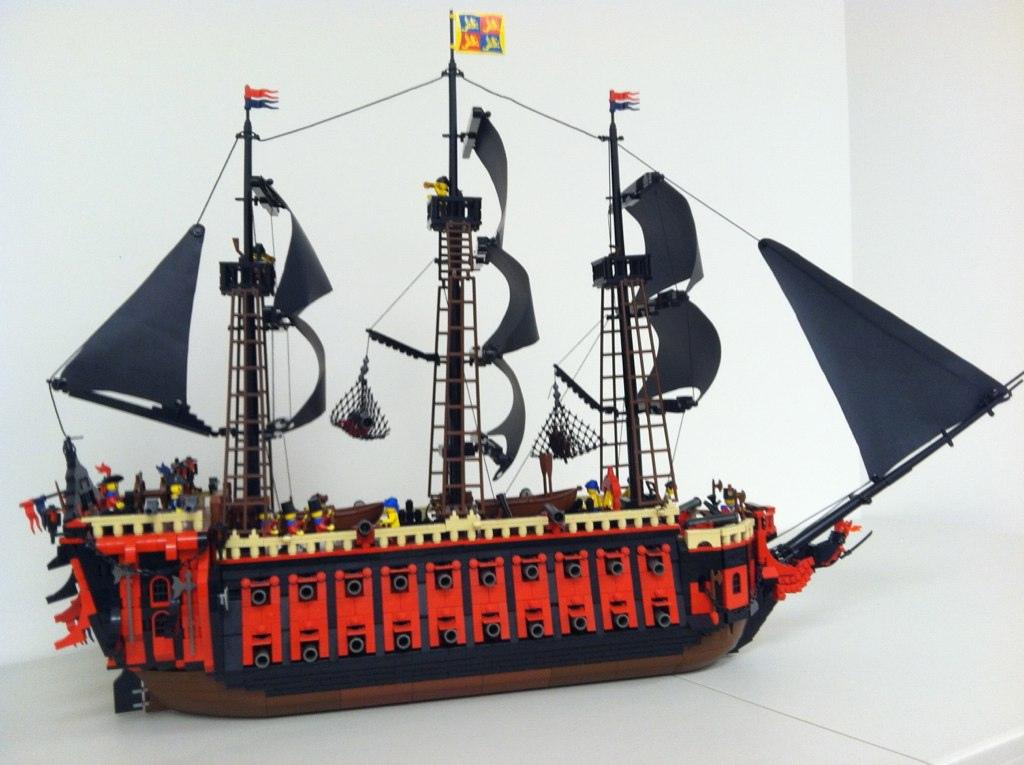 bateau de pirate crimson dragon lego brickmafia. Black Bedroom Furniture Sets. Home Design Ideas
